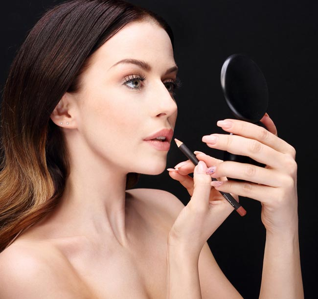 Here Are The Common Makeup Mistakes That You Should Avoid