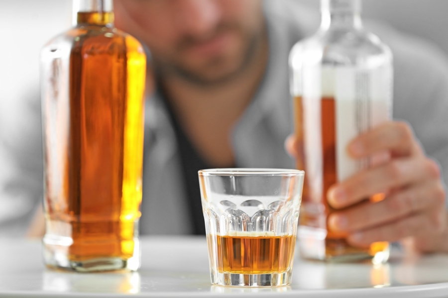 The 8 Warning Signs Of Alcohol Abuse That You Should Never Ignore!
